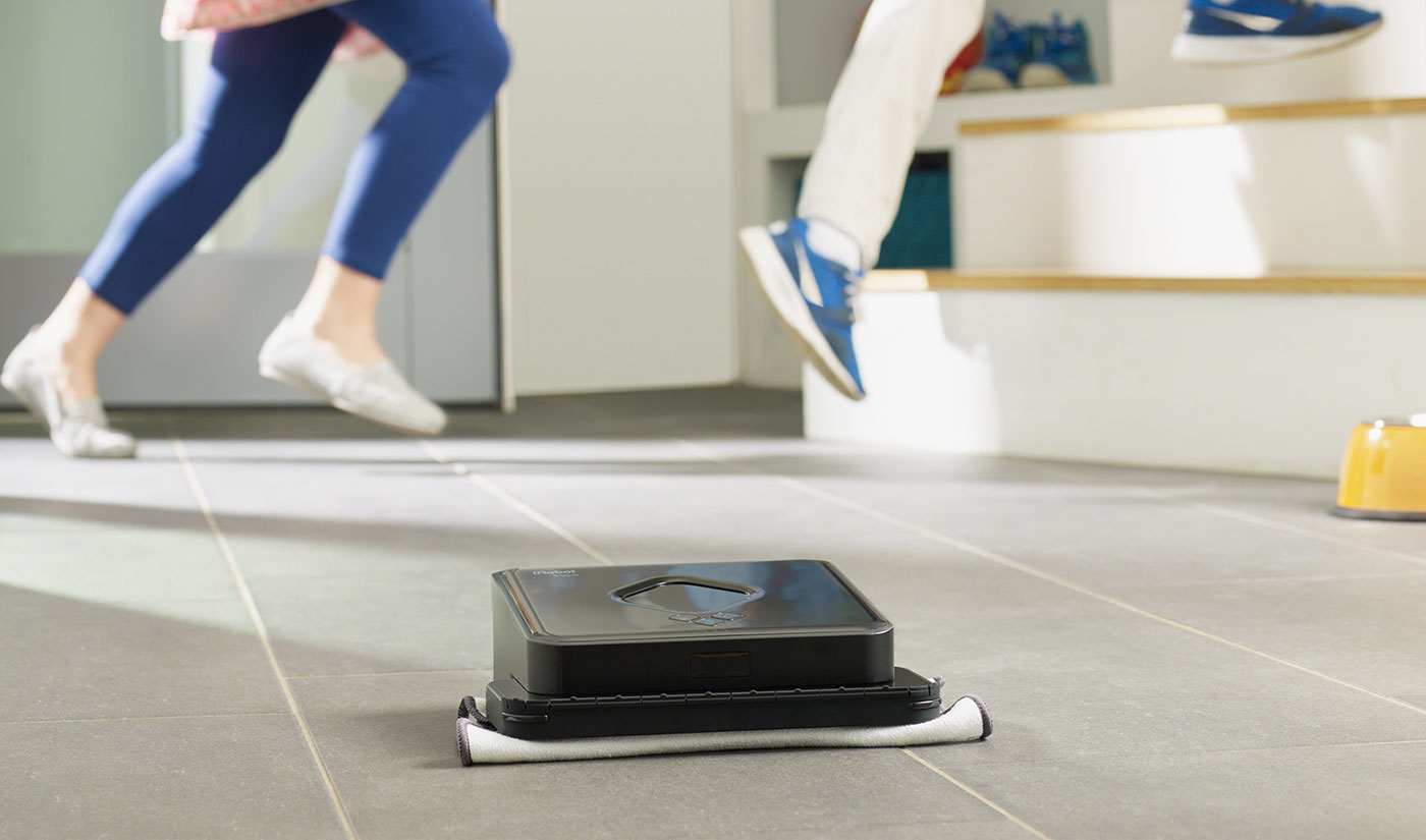 Braava 300 cleaning a laminate floor